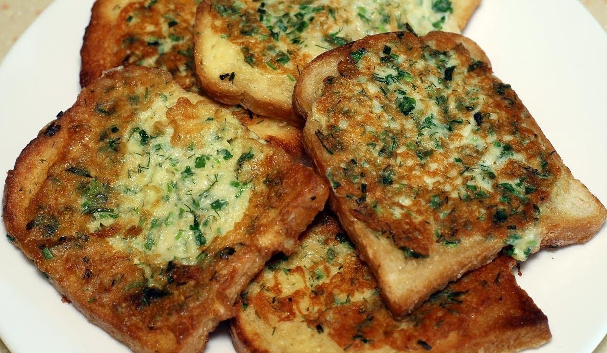 Улетные гренки с сыром и зеленью. Завтрак за 10 минут.