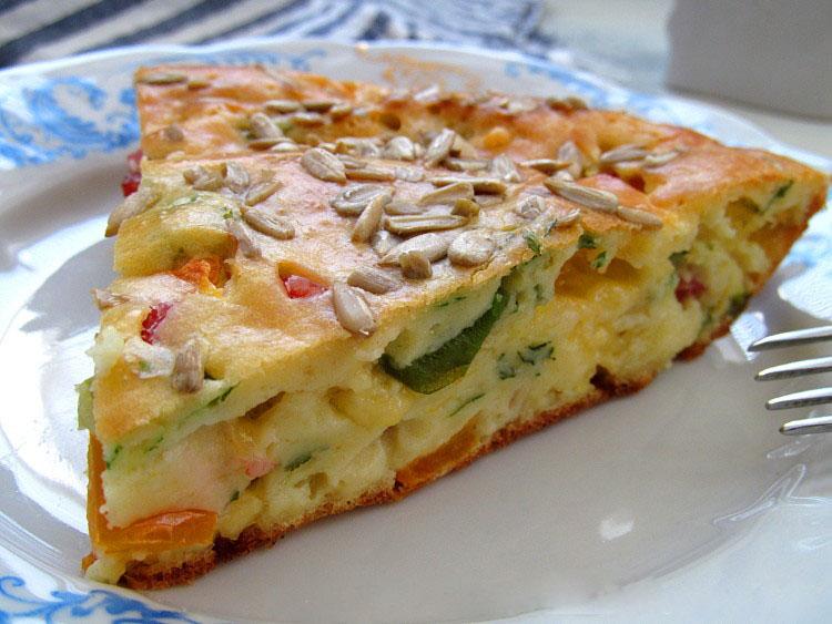 Универсальный закусочный пирог из наливного теста. Берем все, что есть в холодильнике!