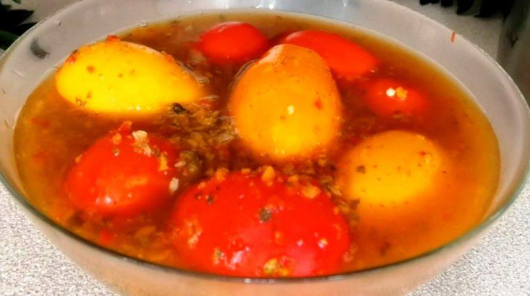Даже заливка съедается. Кто пробовал маринованные помидоры по-армянски, без рецепта не уходит.