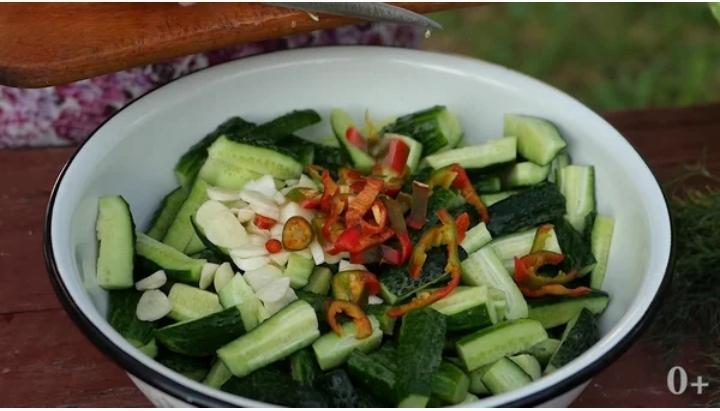 Салат из огурцов на зиму. Заготовки на зиму. Всю зиму будете жалеть что сделали мало.